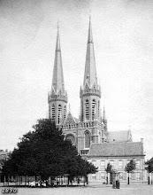 Photo: 1890 - Heuvel met lindeboom, Heuvelse kerk (St. Jozefkerk) en pastorie.