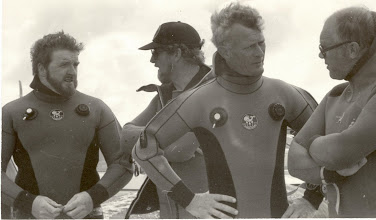 Photo: Doolin drowning tragedy, discussing pre dive strategy.