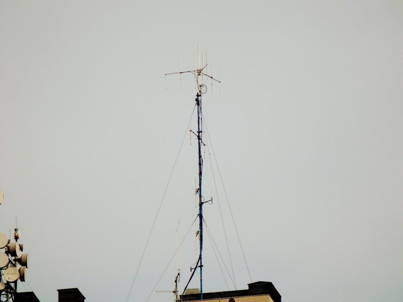Budapest/SOTE épület, Nagyvárad tér - helyi URH-FM adóállomás