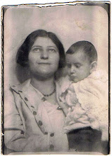 Photo: Rose Bookchester, 13 January 1932, with Ettie at 7 months (card 2)