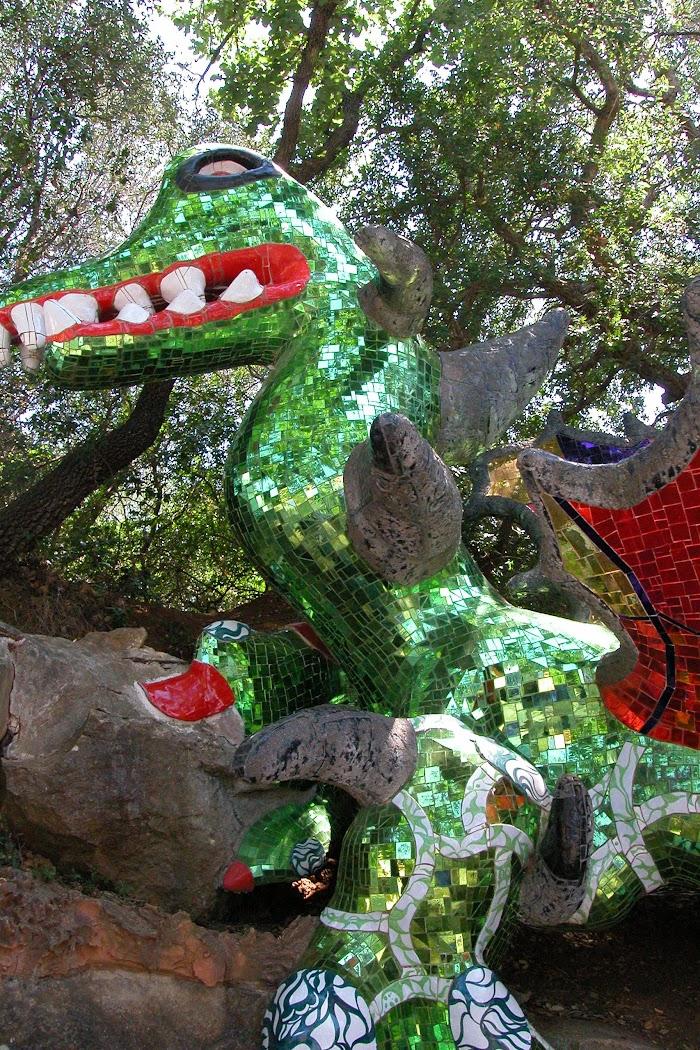 Niki de Saint Phalle, La Forza (particolare del drago), Giardino dei Tarocchi, Capalbio