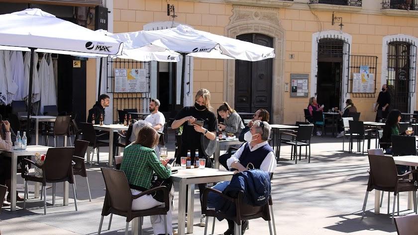 Almería, por su buen tiempo, cuenta con numerosas terrazas.
