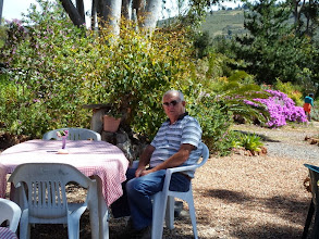 Photo: Jannie is jy honger? Nou moet dan nie die blomme op die tafel eet nie!