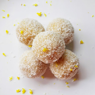 Raw Vegan Lemon Raffaellos.