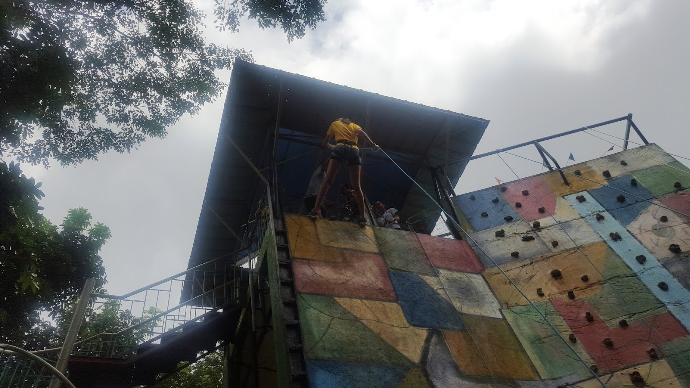 RAPPELLING AND WALL CLIMBING CHALLENGES AT KAMPO TREXO