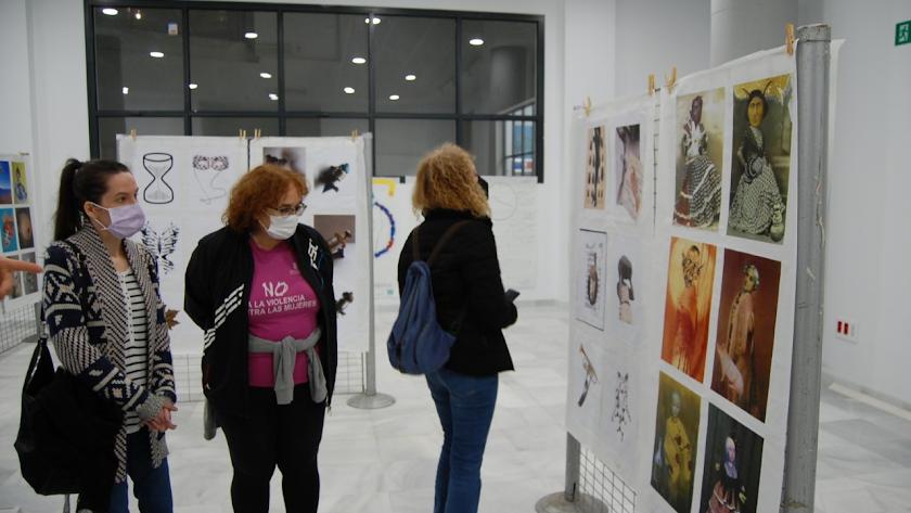 Visita a la exposición que permanece abierta en Berja.