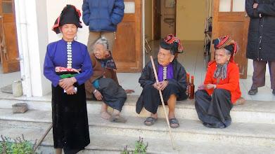 Photo: Phát Chăn/Tiền cho Trai Phong người Dân Tộc tại Xã Nâm Din/Huyện Tu^`n Giao/Tỉnh Điện Biên