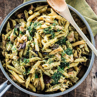 One Pan Pasta with Chicken, Pesto and Olives