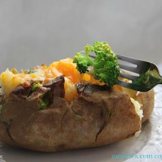 Cheesy Broccoli Baked Potatoes