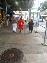 Photo: Just a quidditch player and Hogwarts student walking down the street in New York