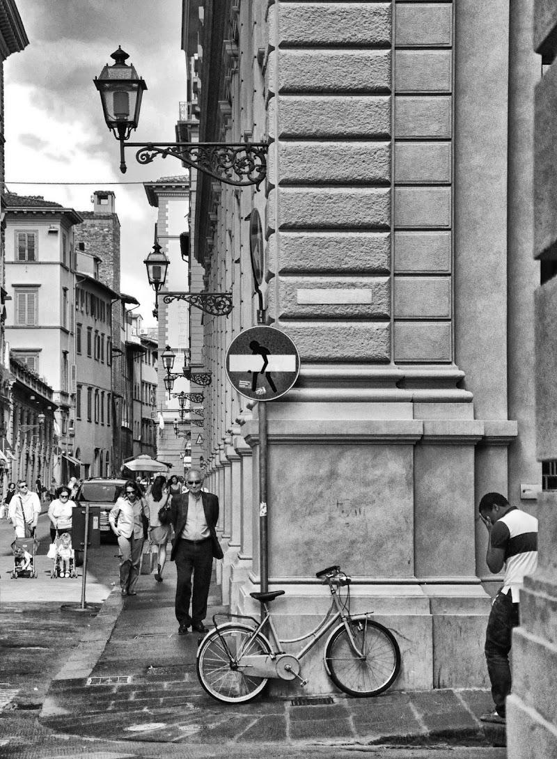 Dietro l'angolo... di Andrea Frati