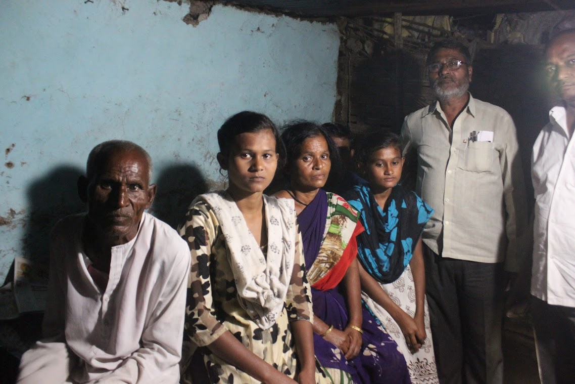 Family members of a deceased farmer at Yavatmal, Maharashtra.Image: Kavitha Kuruganti