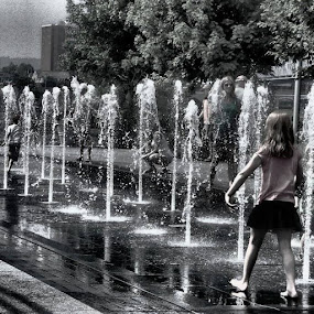 by Daniel Grooms - City,  Street & Park  Fountains