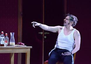 Photo: WIEN/ Burgtheater: Eugène Labiche ‹Die Affäre Rue de Lourcine›. Erweiterte Fassung von Elfriede Jelinek. Premiere am 18.4.2015. Michael Maertens. Copyright: Barbara Zeininger
