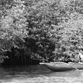 Raft by Ravi Shankar - People Street & Candids ( woman, raft, boat )