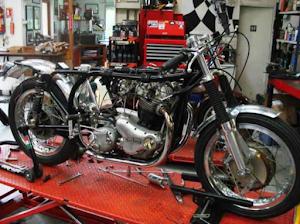 L'ex Norton de JF Balde en cours de remontage par Machines et moteurs, le spécialiste de la moto anglaise classique