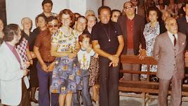 Agustín García (segundo por la derecha) durante una celebración religiosa con sus amigos más íntimos.