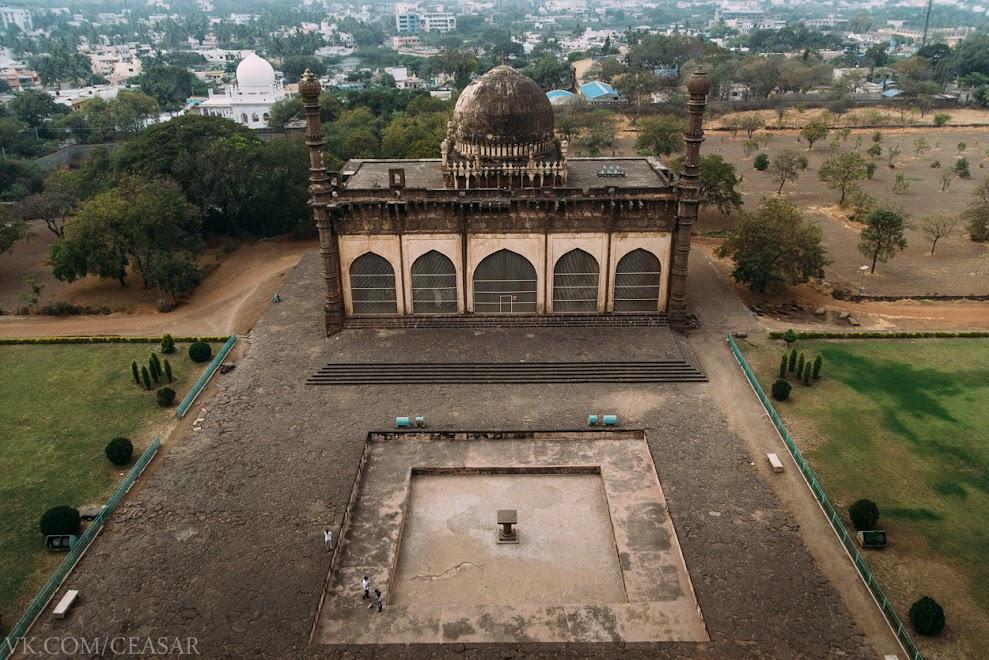 Вид с купола Гол Гумбаза, Биджапур