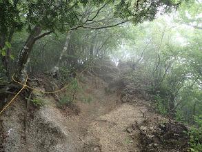 花崗岩の岩場を登る