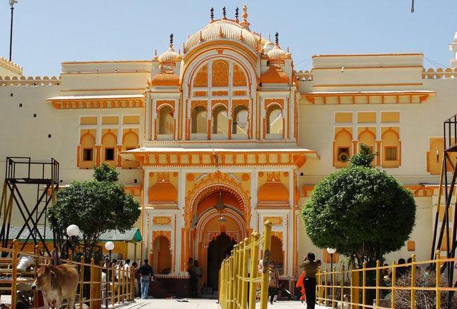 3) Visit the holy Ram Raja palace-.jpg