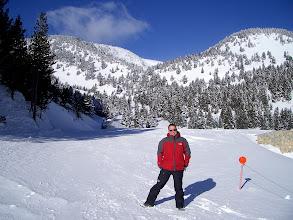 Photo: Yo, sin esquiar por el fastidio del viento, pero feliz de ver tanta nieve :D