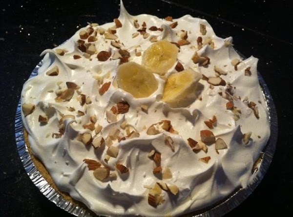 SPOON REMAINING COOL WHIP ONTO PIE N SPRINKLE WITH CHOPPD HAZELNUTS.....ENJOY :)