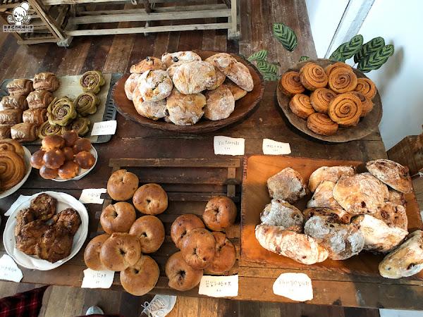 一週只賣兩天的小花麵包,超人氣隱藏版手工麵包 | 限量、嘉義美食、想吃就排隊