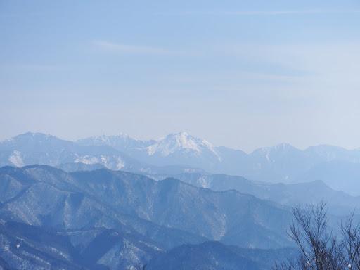 焼岳と左奥に霞沢岳