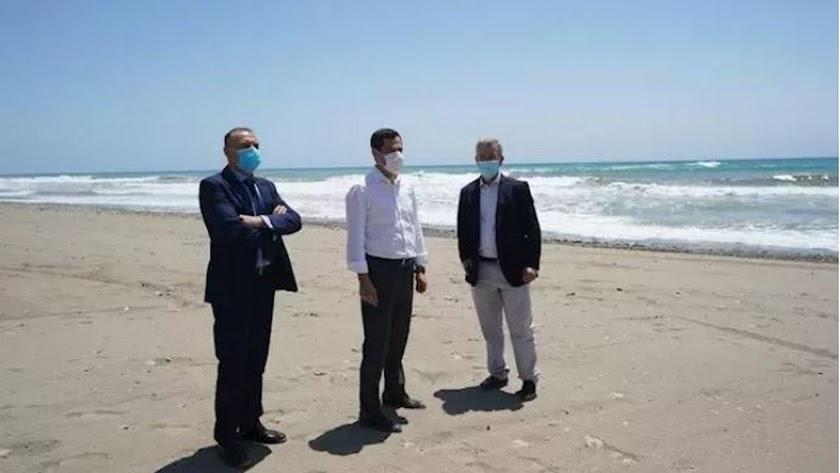 El presidente de la Junta, Juanma Moreno, en visita a Estepona.