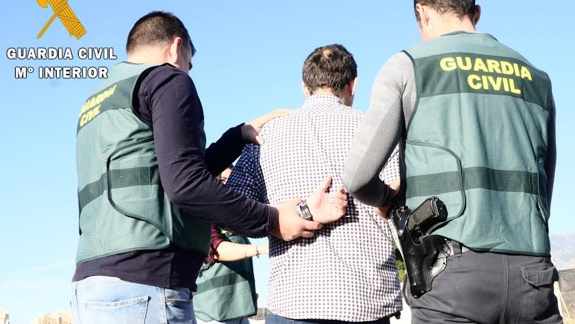 Momento de la detención del presunto autor del apuñalamiento.