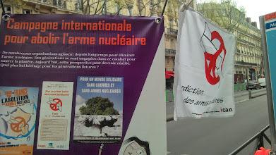 Photo: Pour le public, l'explication est simple : la campagne ICAN pour abolir les armes nucléaires explique l'urgence de l'interdiction des armes nucléaires.