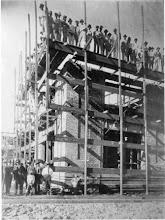 Photo: Construção do prédio dos Correios e Telégrafos. Foto da década de 20