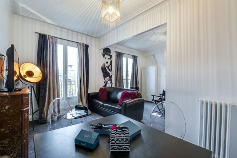 Stunning living area in Boulevard Serviced Apartment, Saint Germain
