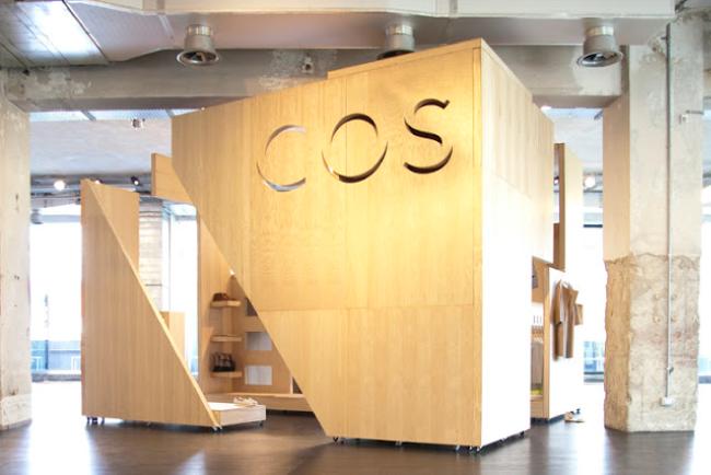 Cardboard-Pop-up-store-cartón-Madera-COS-0.2
