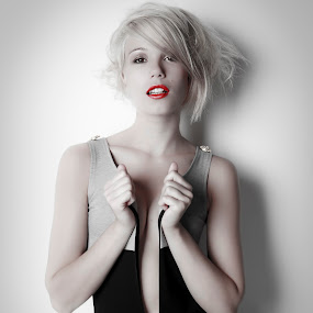Let go by Rob Jarvis - People Fashion ( sexy, blod, fashion, blonde, model, sex, makeup, mouth, lips, lipstick, hair )