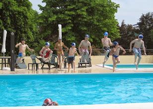 Photo: Estate in piscina: salto di gruppo