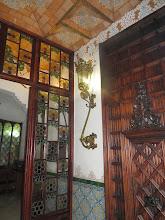 """Photo: Entrada de la """"casa"""", con farol."""