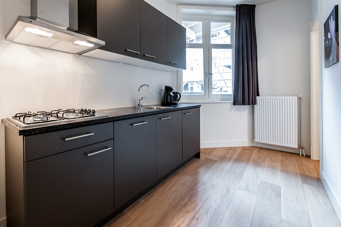 Fully equipped kitchen at Toldwarsstraat Apartments