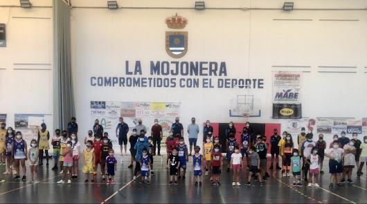 La escuela del CB La Mojonera clausura un mes de lleno de diversión