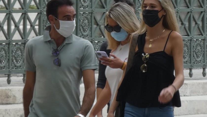 Ponce y Ana Soria paseando por la ciudad.