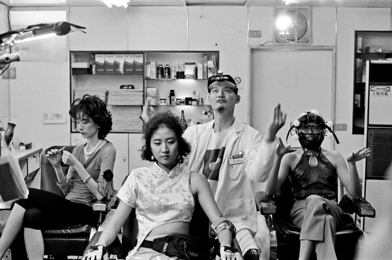 [迷迷音樂] 受少林足球啟發 9m88〈最高品質靜悄悄〉MV細心打造武俠B片  Leo王、蛋堡、劉欣瑜、張藝、DJ Mr.Gin…豪華演員陣容超驚喜: