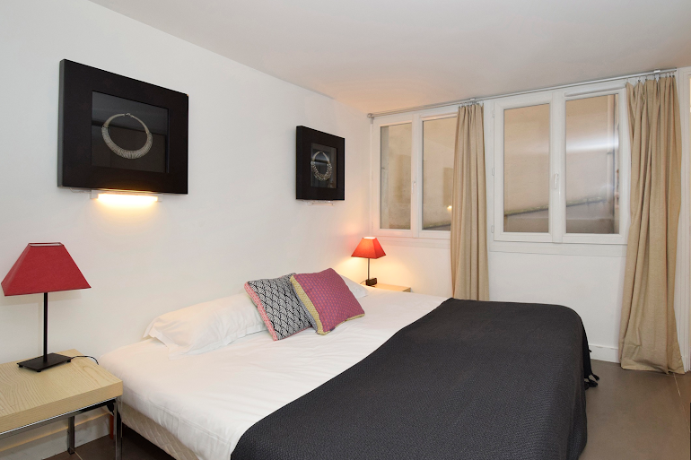 Double bed bedroom at Marais & Palais Royal Serviced Apartment, Opera