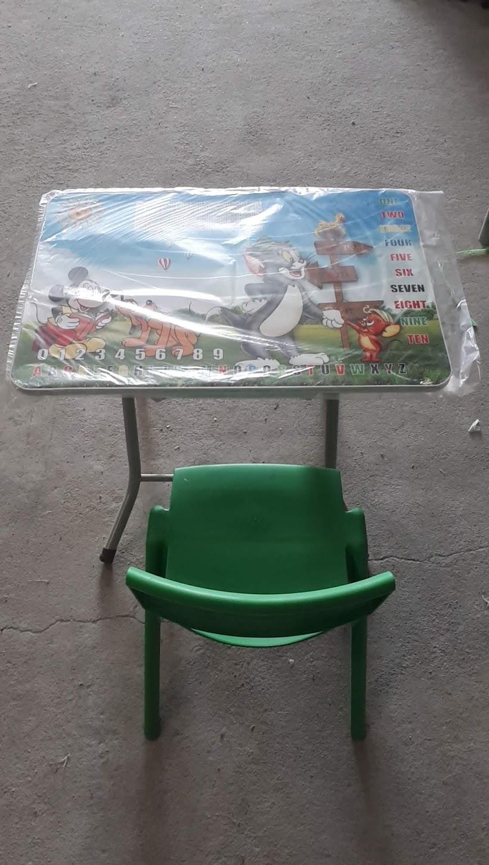 Bộ bàn cao mỏng & ghế đúc