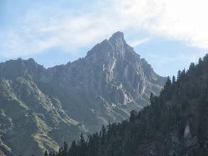 Photo: Вид от Шумакских источников на перевал и пик Трёх Капитанов (наверное). Мы на него не пошли