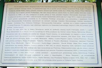 Photo: Tablica informacyjna jest jednocześnie drogowskazem - z tego miejsca do trójkąta to odległość 700m