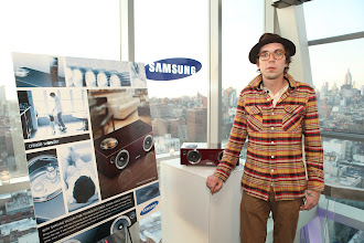 Photo: Justin Townes Earle admires the Samsung DA-E750 with vacuum tube amplifier before taking the stage at Samsung's 2012 Audio Launch.   Get his album http://www.justintownesearle.com/