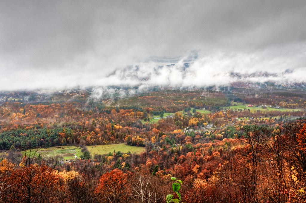Autumn in Massachusetts | Some autumn colors and low clouds … | Flickr