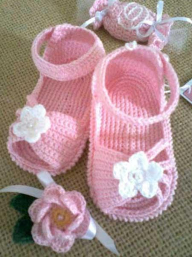 DIY Crochet Baby Slippers
