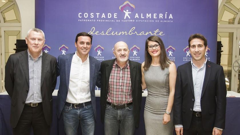 Sebastián Álvaro, en el centro, en la inauguración de Almería Activa en 2016.