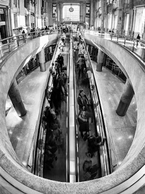 Giù e su per la stazione di Sergio Rapagnà